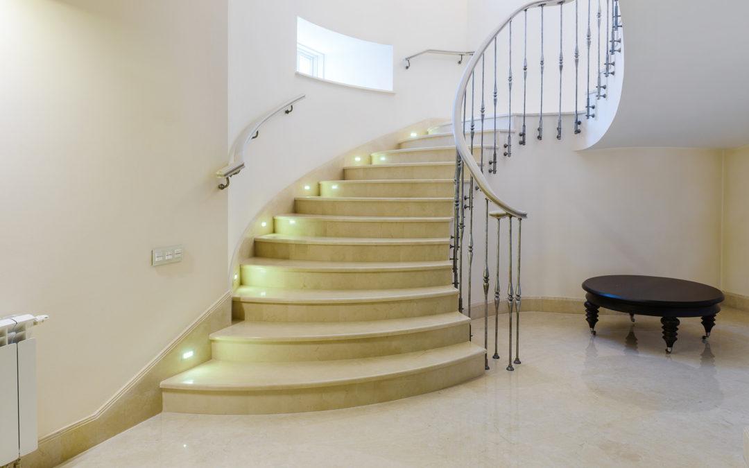 ¿Nueva escalera en casa? Requisitos de la normativa de seguridad de escaleras