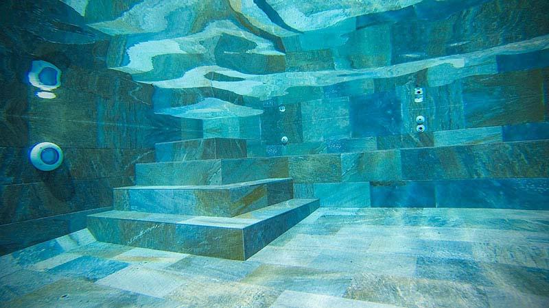 interior revestimiento piscina gres porcelanico