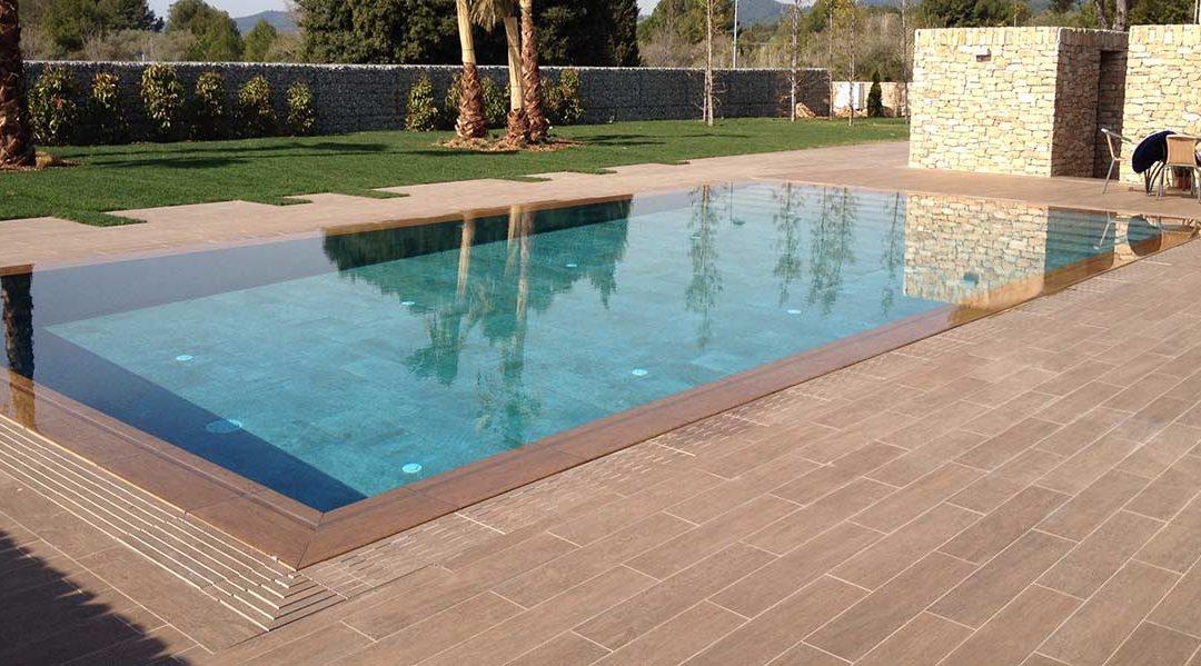 Gres porcelánico: prepara tu piscina para este verano