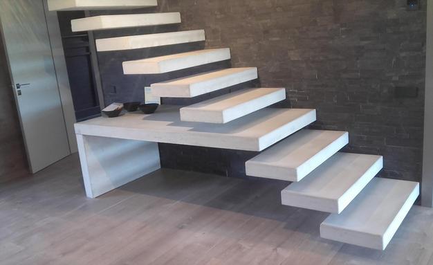 La moda de las escaleras con peldaño técnico flotante
